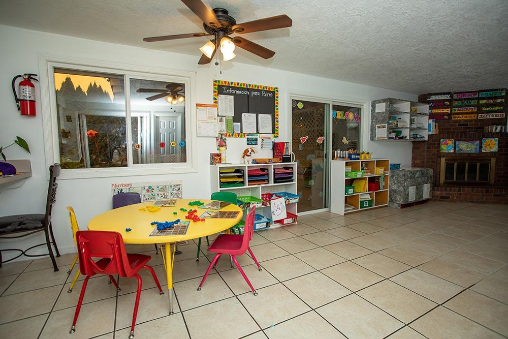 Abuela's Daycare Aprendiendo y Jugando classroom