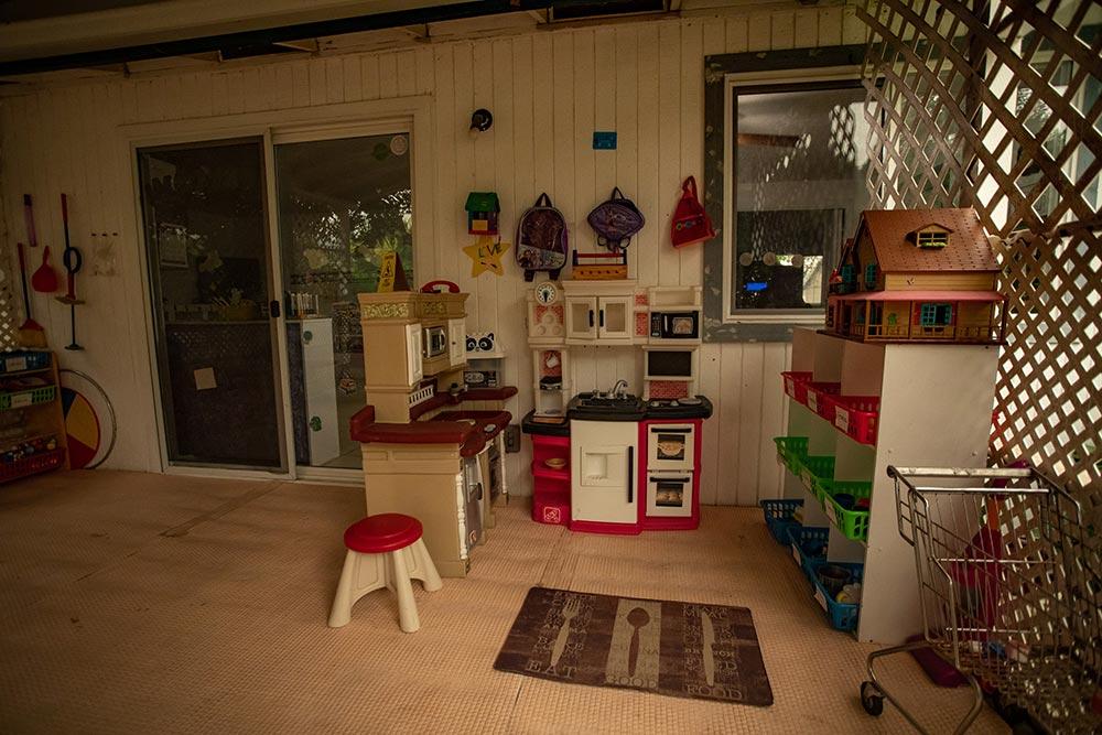 Abuela's Daycare Aprendiendo y Jugando play kitchen