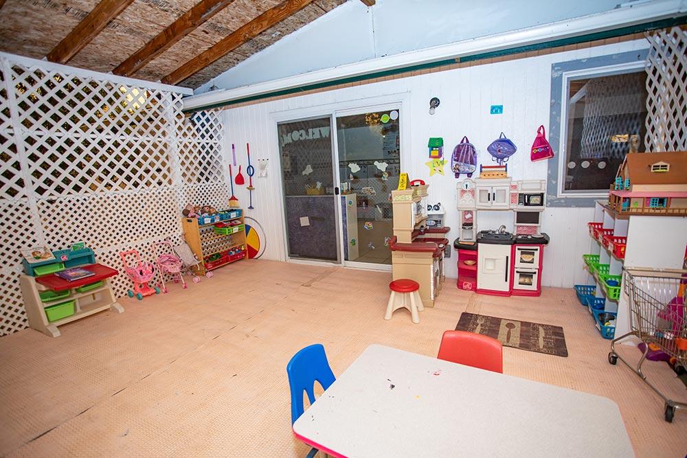Abuela's Daycare Aprendiendo y Jugando outdoor play space