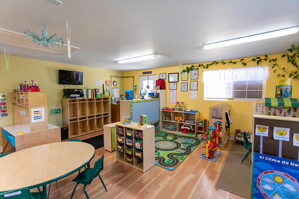 Mary's Guarderia y Preescolar classroom with play area