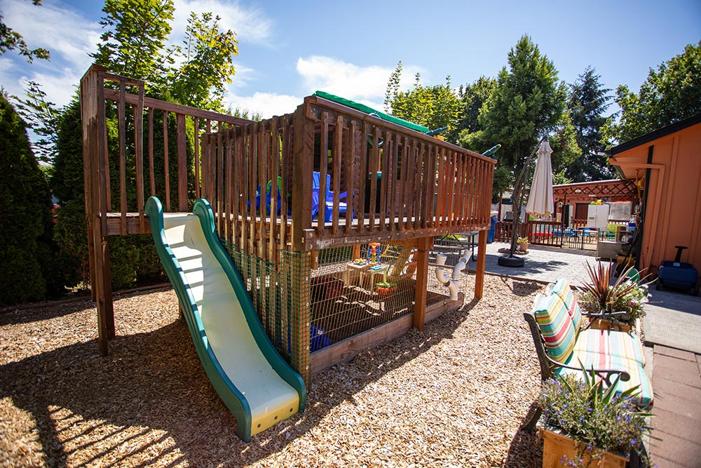 Mary's Guarderia y Preescolar slide and outdoor seating area