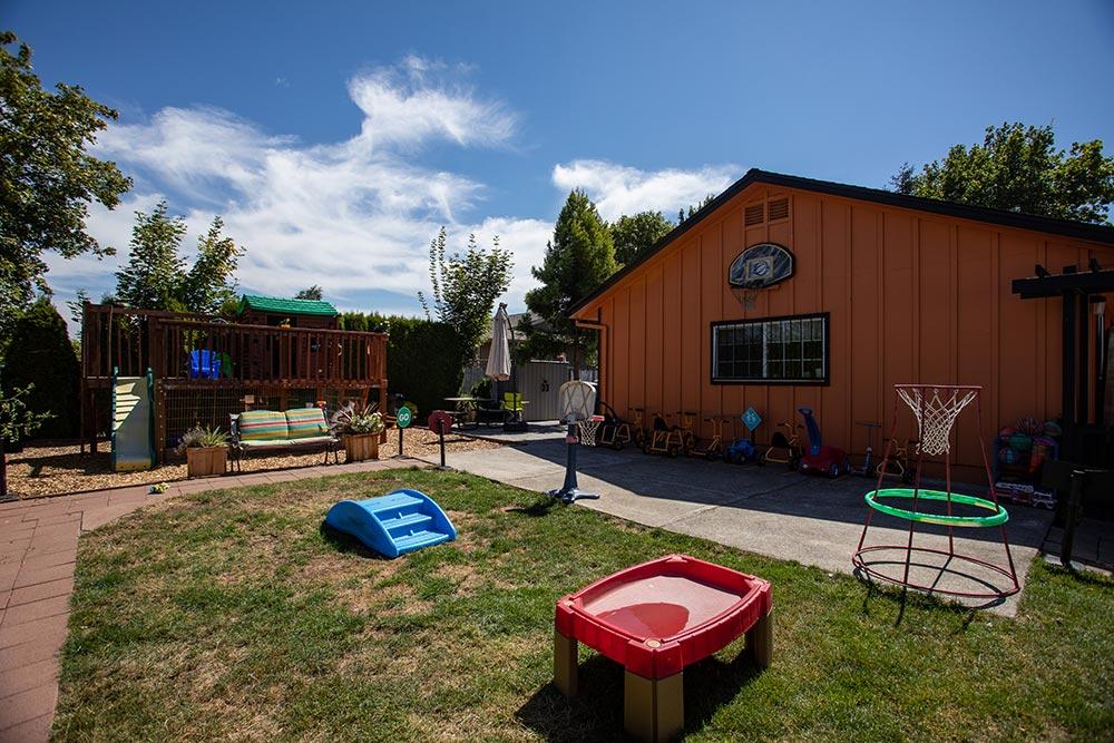 Mary's Guarderia y Preescolar outdoor play area