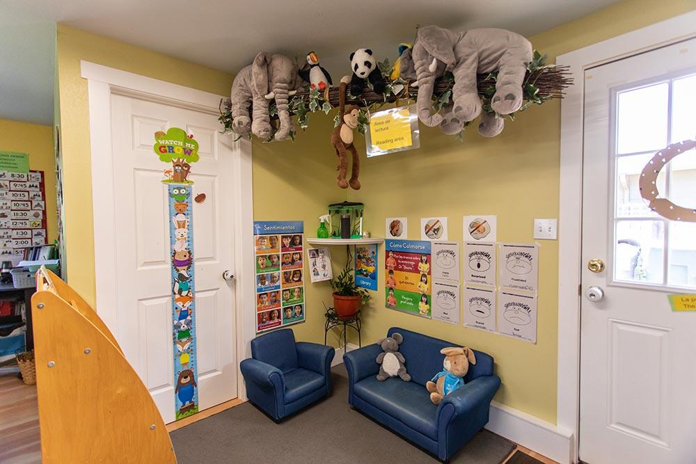 Mary's Guarderia y Preescolar reading area with jungle stuffed animals
