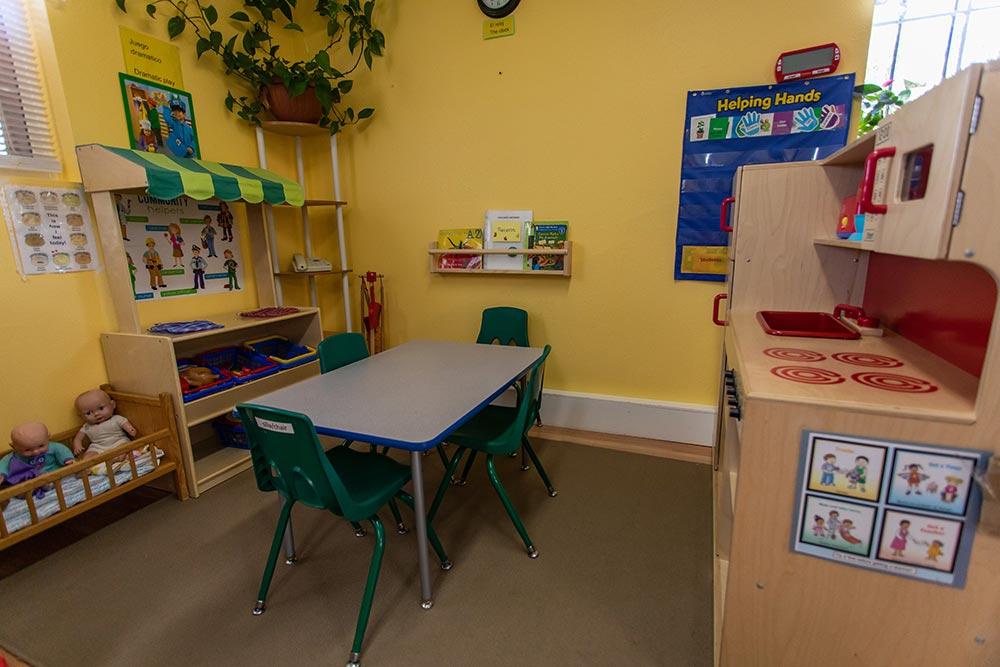 Mary's Guarderia y Preescolar play kitchen